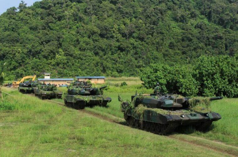 Ranpur Korps Kavaleri Tank Leopard dan 1 Ranpur Tank Stormer APC by Instagram.com/penkostrad